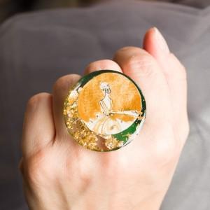 Pierścionek ręcznie malowany Ona to biżuteria artystyczna zaprojektowana przez artystę 1