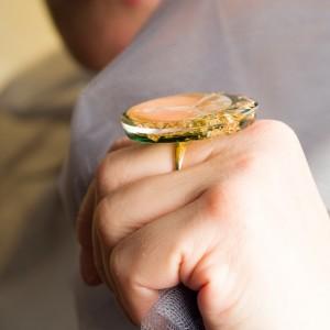 Pierścionek ręcznie malowany Ona to biżuteria artystyczna zaprojektowana przez artystę 2