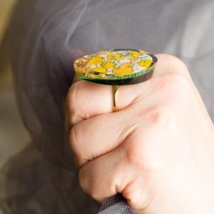 """Pierścionek artystyczny """"Marzenia"""" z dużym żółto złoto zielonym oczkiem to biżuteria artystyczna 2"""