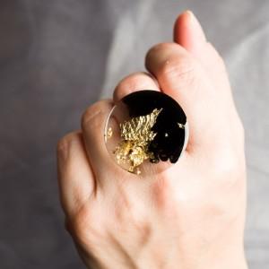 """Złoty Pierścionek artystyczny """"Podróż"""" z dużym czarno złotym oczkiem to biżuteria artystyczna 1"""