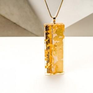 Biżuteria artystyczna ręcznie malowana - naszyjnik z dużą złotą zawieszką na pozłacanym łańcuszku 2