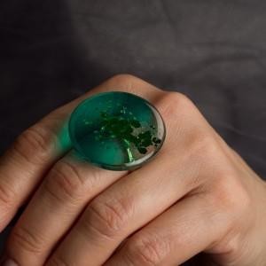 Pierścionek z dużym zielonym oczkiem 2