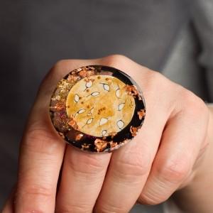 """Pierścionek artystyczny """"Spotkanie"""" to ręcznie zrobiona i malowana biżuteria artystyczna nr 1"""