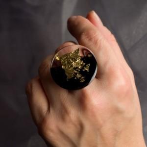 Pierścionek artystyczny ze złoto czarnym dużym oczkiem 2