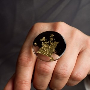Pierścionek artystyczny ze złoto czarnym dużym oczkiem 1