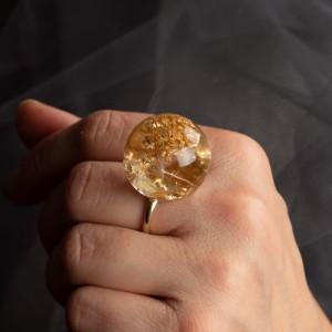 Pierścionek ze złotymi płatkami 2