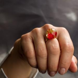 """Pierścionek z czerwonym płatkiem róży """"Natura"""" 2"""