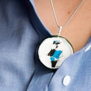 Srebrny naszyjnik do niebieskiej koszuli 2
