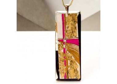 Biżuteria artystyczna - naszyjnik damski z dużą złoto-różowo-czarną zawieszką na złotym łańcuszku 1
