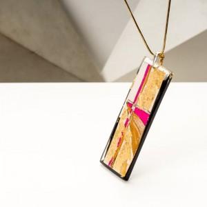 Biżuteria artystyczna - naszyjnik damski z dużą złoto-różowo-czarną zawieszką na złotym łańcuszku 3