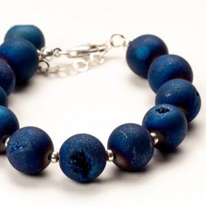 Bransoletka niebieska z kamieni naturalnych.