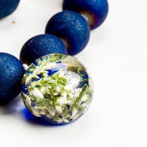Bransoletka z koralików niebieskich agatów z zawieszką. 1