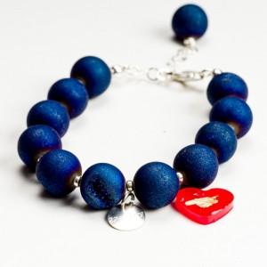 Bransoletka agat niebieski, serce czerwone i grawer.