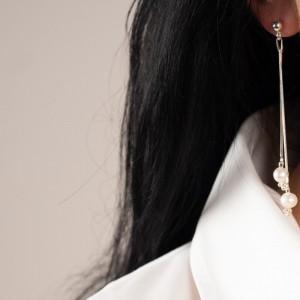 Naszyjnik z perłami do białej koszuli. 1