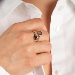 Srebrny pierścionek, owalne oczko z płatkami złota. 1