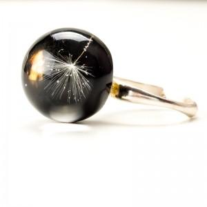Srebrny pierścionek z czarnym oczkiem. 1
