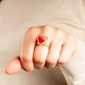 Pierścionek z kwiatem róży, pozłacany.