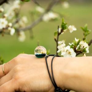 Bransoletka zielona na wiosnę z dmuchawcami.