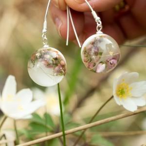 Kolczyki wiosna z kwiatami.