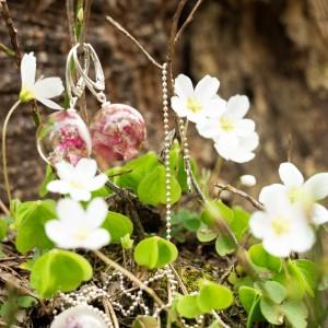 Biżuteria na wiosnę- kolczyki z kwiatami.