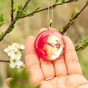Wiosenna biżuteria-naszyjnik złoty z kwiatami.1