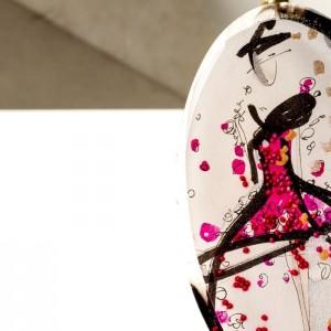 Naszyjnik pozłacany z różową zawieszką malowaną ręcznie, biżuteria artystyczna.2