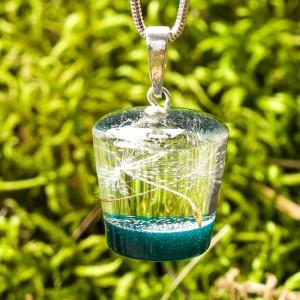 Zielony naszyjnik inspirowany naturą.
