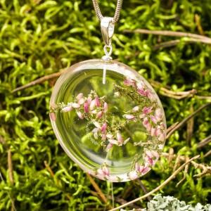 Kwiatowe motywy w biżuterii żywicznej.1