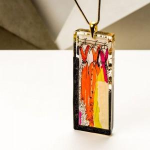 Biżuteria artystyczna, sukienka w pozłacanym naszyjniku, kolorowe sukienki.1