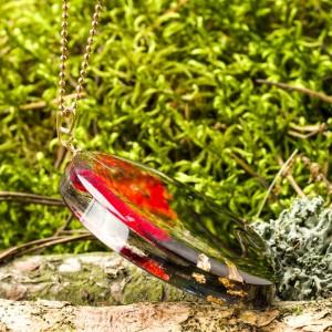 Moda i biżuteria, naszyjnik inspirowany naturą.