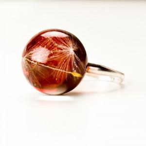 Srebrny pierścionek z brązowym oczkiem.1