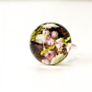 Srebrny pierścionek z czarnym oczkiem.1