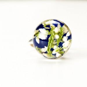 Srebrny pierścionek z niebieskim oczkiem.1