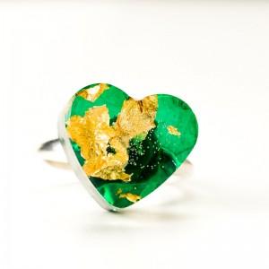Srebrny pierścionek dla dziewczyny.