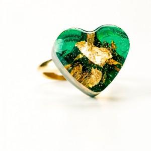 Pierścionek z sercem, zielone oczko.