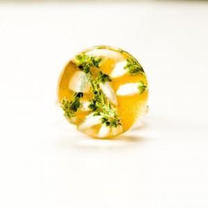 Pierścionek złocony regulowany z kwiatem.1