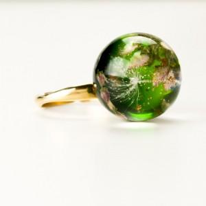 Zielone oczko pierścionek z kwiatami.