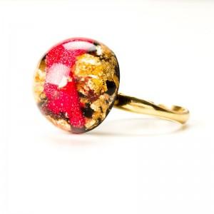 Pierścionek z płatkami róży, regulowany złocony.1