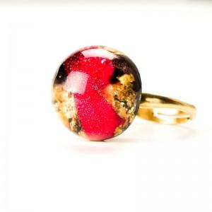Pierścionek z płatkami róży, regulowany złocony.