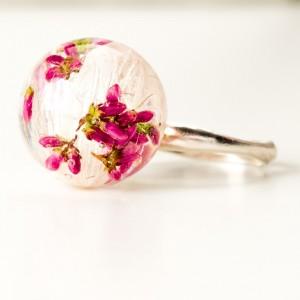 Pierścionek z kwiatkiem.