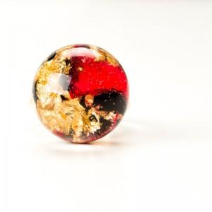Róża w żywicy- pierścionek.1