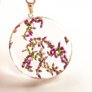 Naszyjnik z suszonymi kwiatami