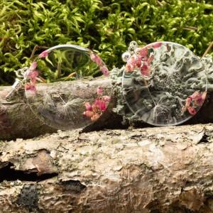 Kolczyki różowe z dmuchawcami i wrzoścem.