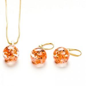Komplet biżuterii złoconej z płatkami.