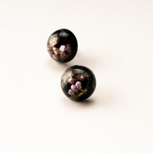 Kolczyki wkrętki czarne z kwiatami i dmuchawcem.1