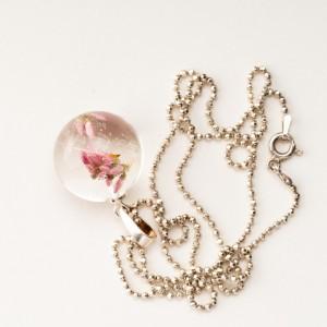 Naszyjnik srebrny z prawdziwymi kwiatami i dmuchawcem.