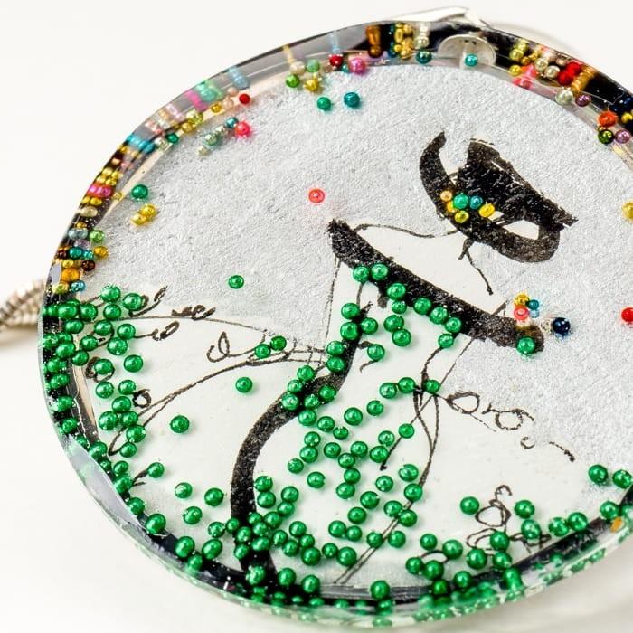 Artystyczna biżuteria, srebrna zawieszka z grafiką ręcznie malowaną przez artystę.