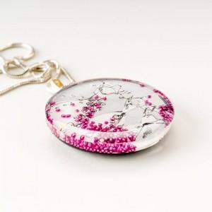 Naszyjnik srebrny malowany ręcznie, srebrna sukienka z różowymi koralikami.1