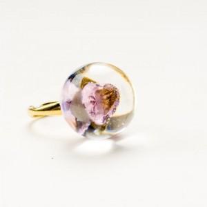 Artystyczny pierścionek pozłacany z różową cyrkonią w kształcie serca