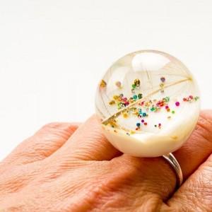 Srebrny pierścionek z dużym oczkiem z dmuchawcem. 1